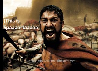 Rey de Esparta gritando listo para la guerra