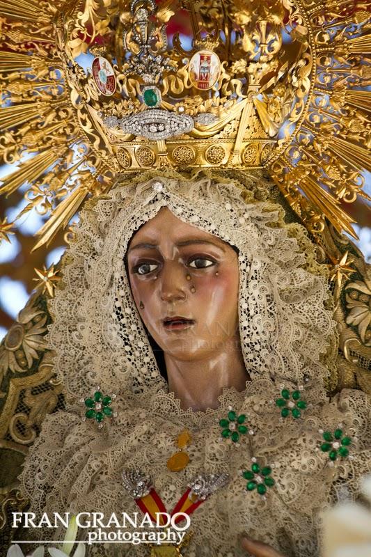 http://franciscogranadopatero35.blogspot.com/2014/06/esperanza-macarena-50-anos-coronada_20.html