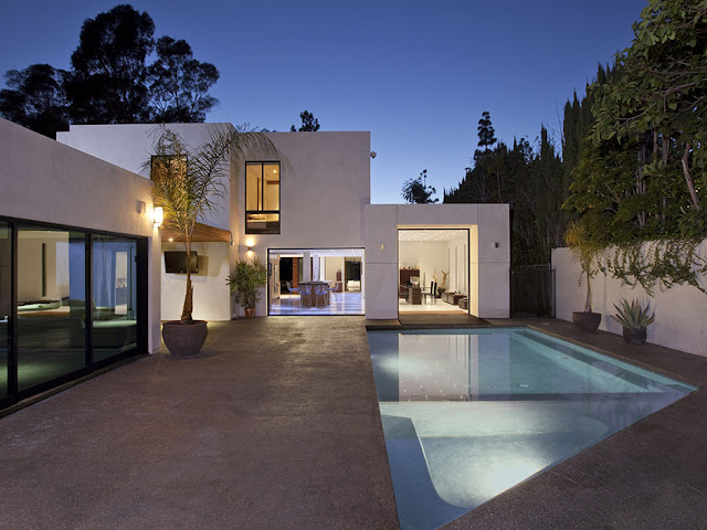 Photo of an amazing modern home in Beverly Hills with the pool in the backyard