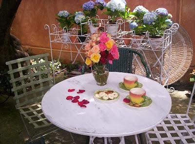 Floreira Provençal ao fundo - Loja Dom Mascate
