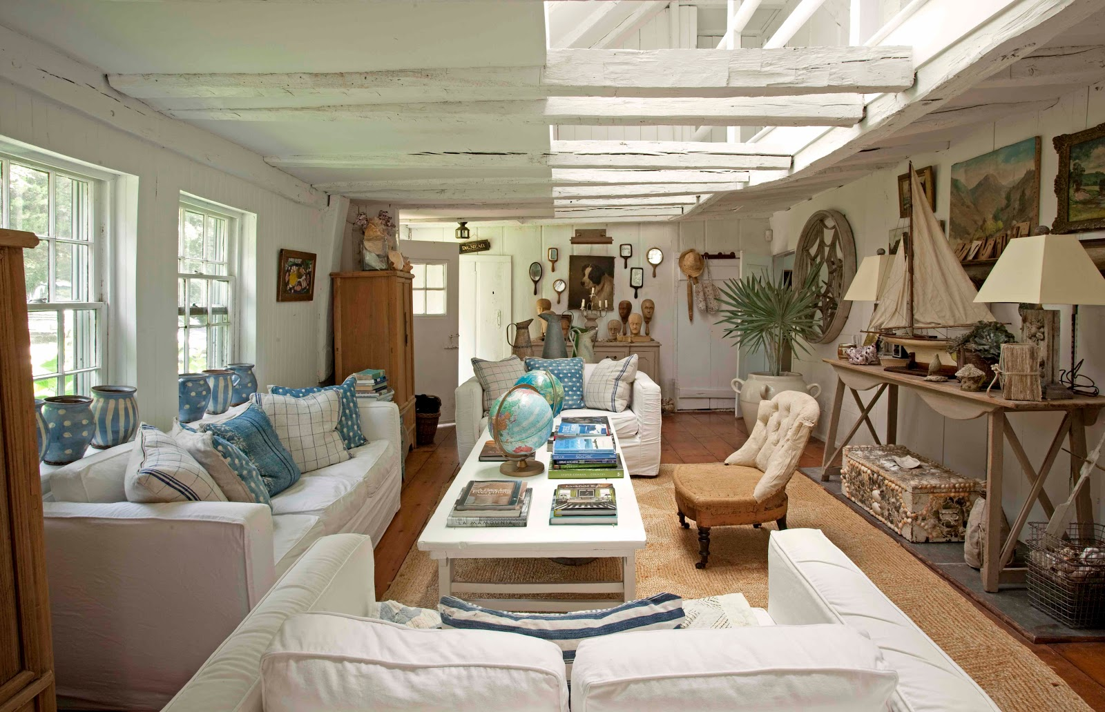 Stylebeat seaside charm rooms that inspire by the sea for Beach house decorating ideas photos
