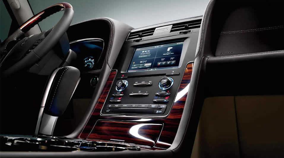 2015 Lincoln Navigator's EcoBoost Engine Improves Fuel Economy