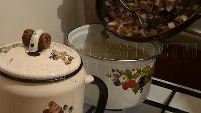 закидываем поджарку в суп