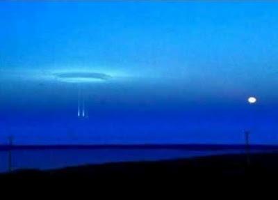 Aparece Portal De Otra Dimension o Mundo en el Artico Luces%2Ben%2Bel%2BArtico