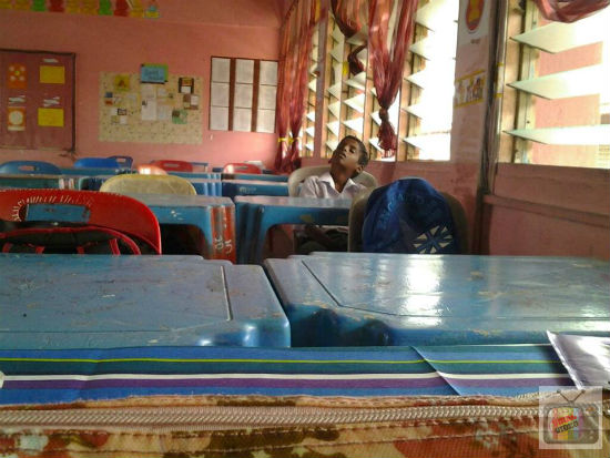Walau Sering Tertidur Di Dalam Kelas, Kisah Sebenar Murid Ini Akhirnya Buat Sang Guru Rasa Terharu