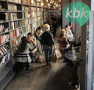 Kafe dengan Koleksi Buku di Medan