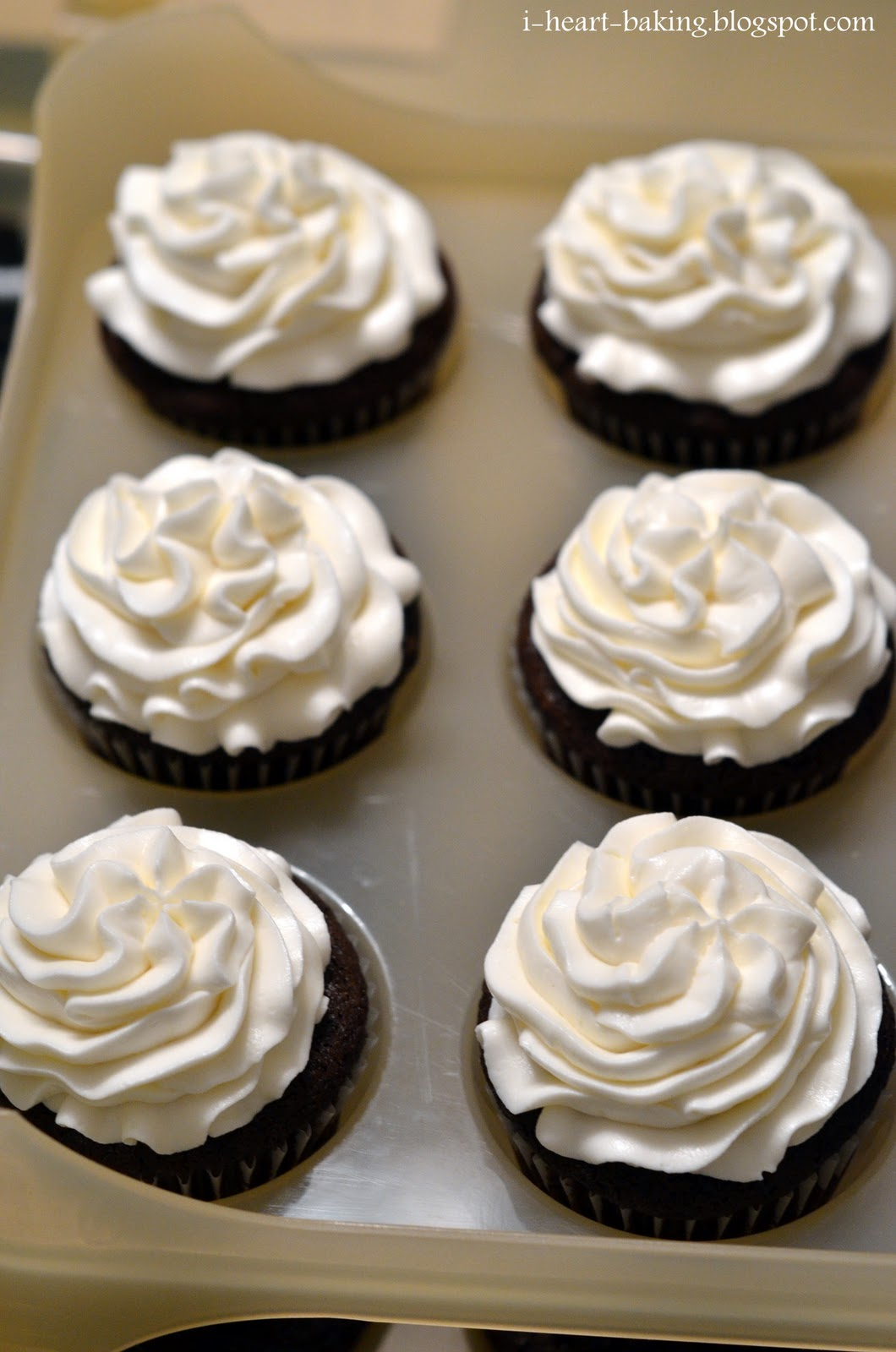 Cupcakes With Whipped Cream Frosting