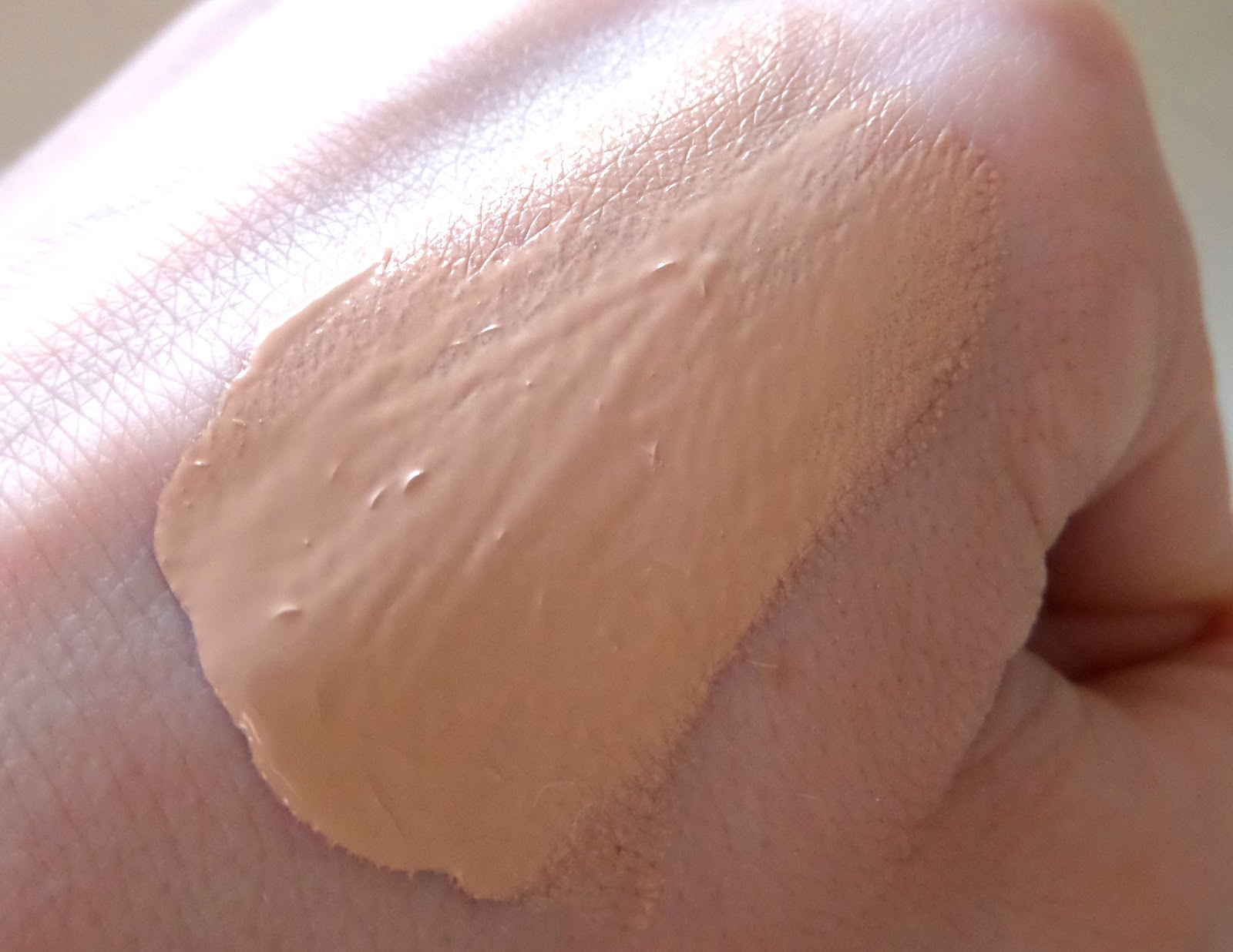Bourjois Healthy Mix Foundation Swatch