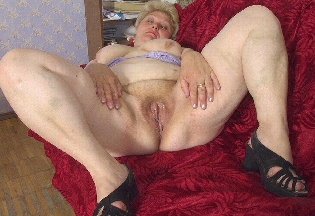 Plump granny with big breast and ass stretching her large shaved cunt