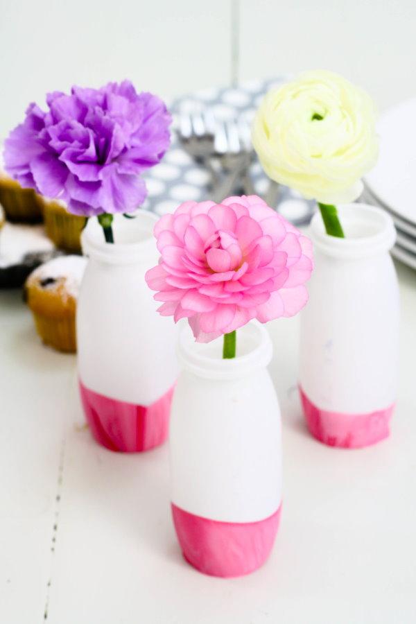 Selbstgebastelte Vasen für die Kaffeetafel