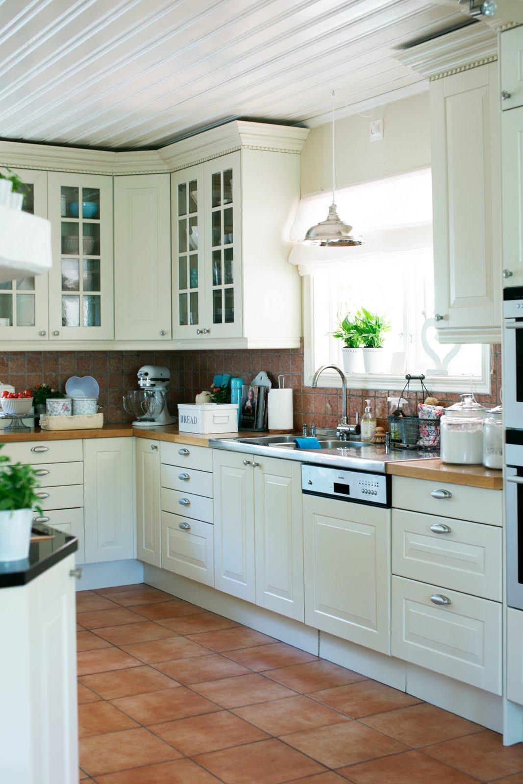 Cucina con finestra ek79 regardsdefemmes for Finestra 4 tolmezzo