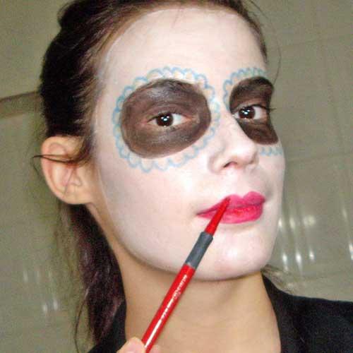 monika sanchez maquillaje calavera labios rojos