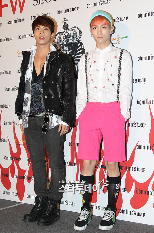 Shinee Jonghyun and Key at Seoul Fashion Week ss 13 121022