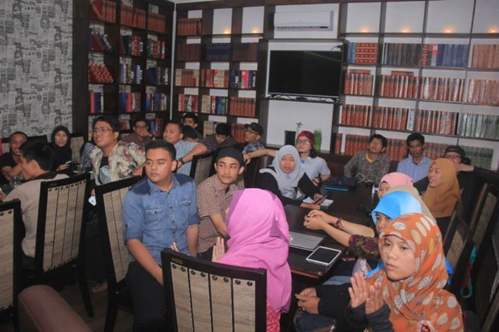 Blogger medan durian september kafe potret