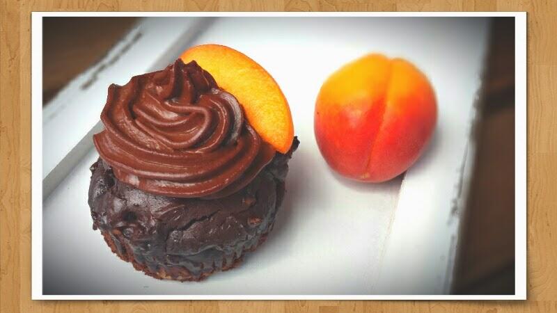 Aprikosen-Brownie-Cupcakes mit Joghurt-Ganache