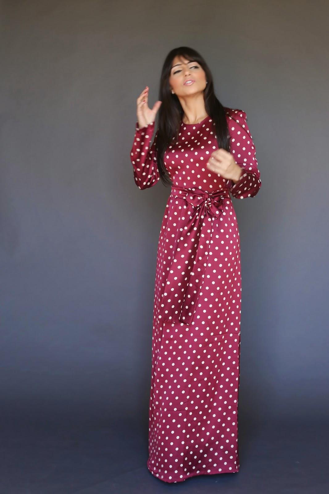 red polk a dot maxi dress with long sleeves modest style fashion hijab tznius islamic kosher Mode-sty