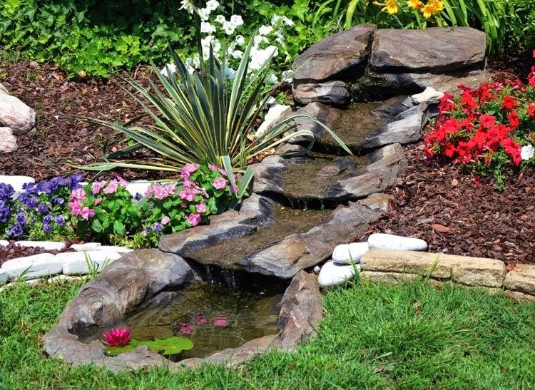 Dise o de cascadas en apartamentos cascadas y jardines for Estanques con cascadas de piedra