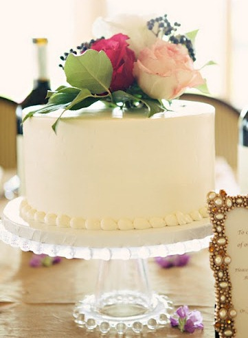 Clean Buttercream Iced Cake with Pearl Border