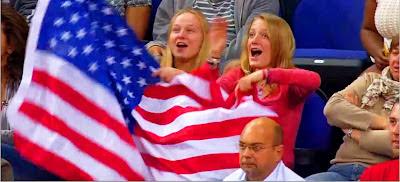La selección estadounidense de baloncesto que compite por el oro en los Juegos de Londres 2012 se ganó el afecto del público local al tomar el transporte público desde el Parque Olímpico situado en el East End hasta el centro de la capital inglesa, donde se dice que se están hospedando.