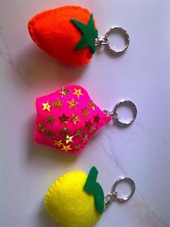 gantungan kunci boneka