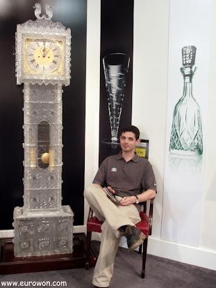 Reloj de pie hecho de cristal