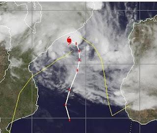FUNSO parkt als Hurrikan vor Mosambik, Funso, aktuell, Verlauf, Vorhersage Forecast Prognose, Satellitenbild Satellitenbilder, Januar, 2012, Indischer Ozean Indik, Zyklonsaison Südwest-Indik,