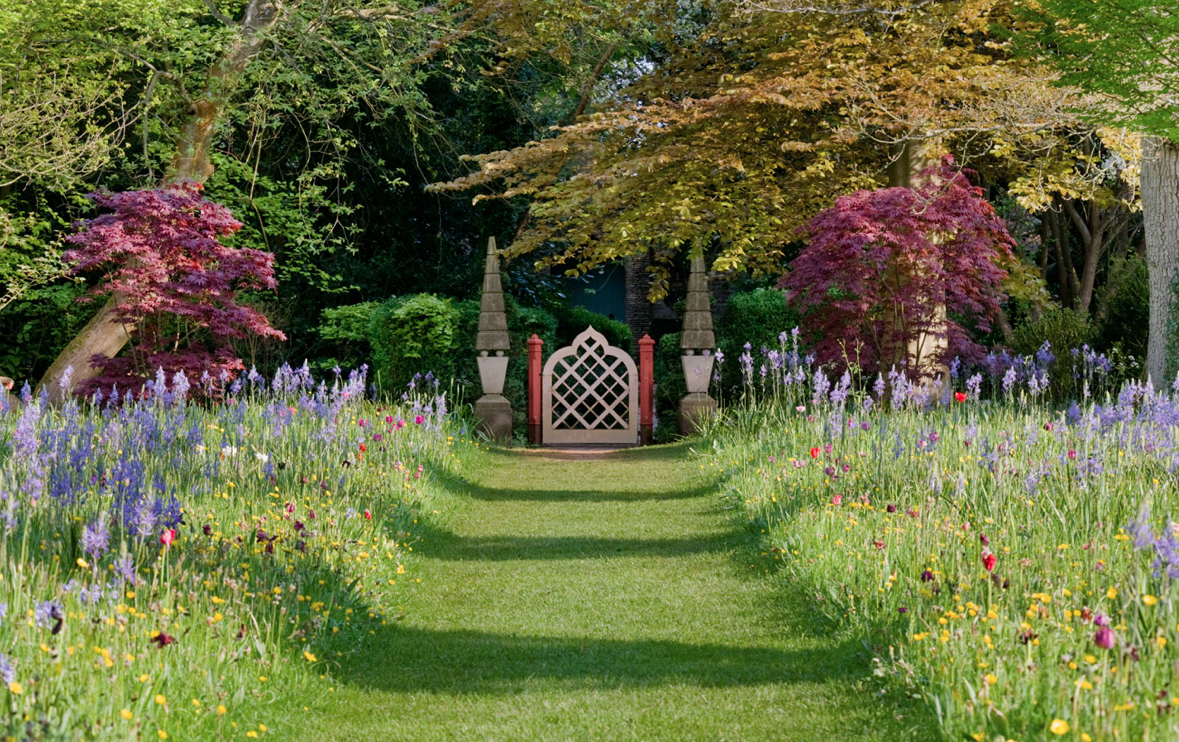 Incredible by design highgrove gardens for Gardening and landscaping