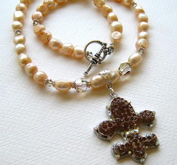 Creamy Pearls- Fleur de Lis
