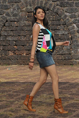 kajal agarwal leg spicy unseen pics