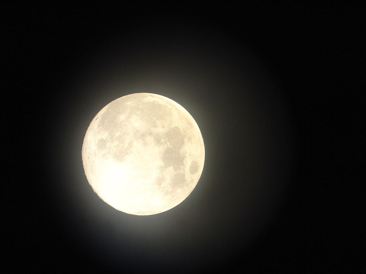 Arri Ganas de dibujar con luna llena