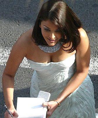 aishwarya rai sexy boob cleavage 08