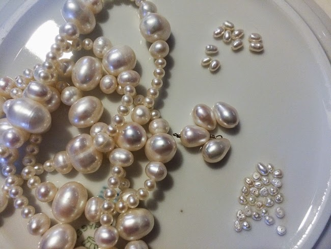 Kaffesoesters white Fresh Water Pearl collection