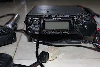 Yaesu Radion är väldigt nära nyskick. Mycket tillbehör medföljer, pass på!