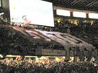 暗闇の中の浦和デカ旗。2004 サントリーチャンピオンシップ 第1戦 横浜 F・マリノス対浦和レッズ