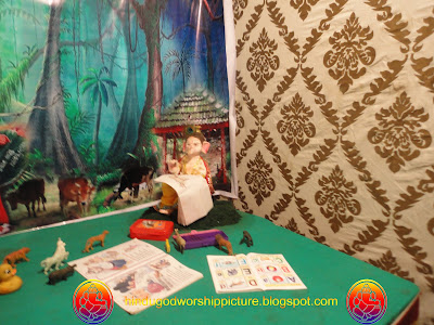 Bal Ganesh Reading Books Pictures