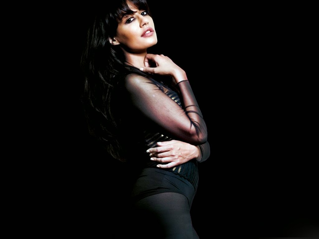 chitrangada singh hot hd wallpapers free download ~ unique wallpapers