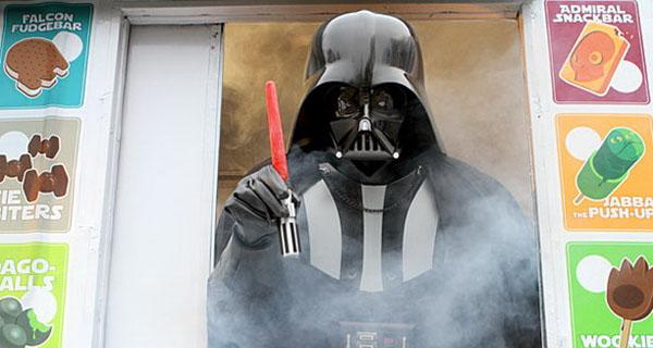 Darth Vader vendiendo helados