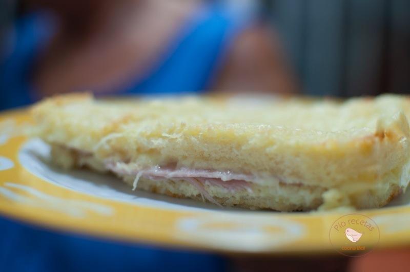 pastel de sandwich cortado