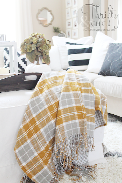 get on board with the plaid decor trend! Site with sources to cute plaid home decor