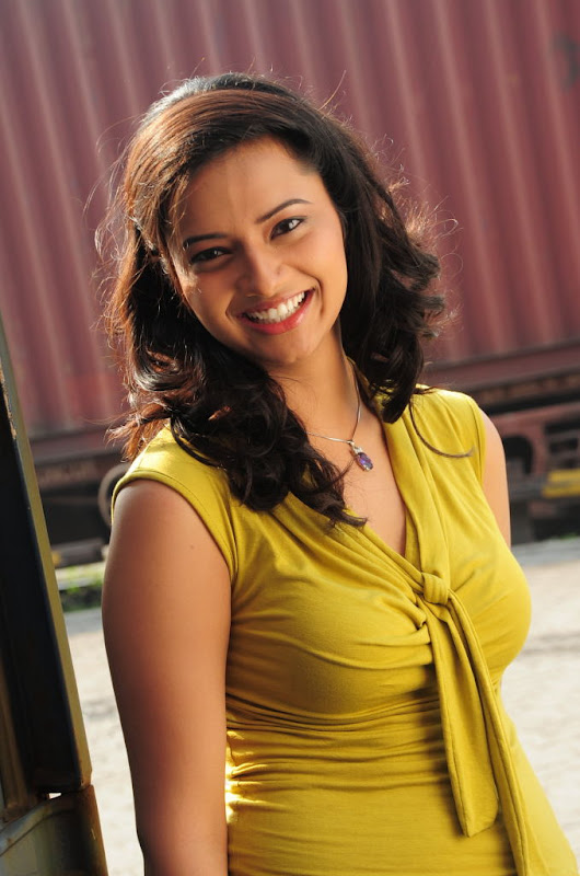 Actress Isha Chawla Latest Beautiful Picture Gallery hot images