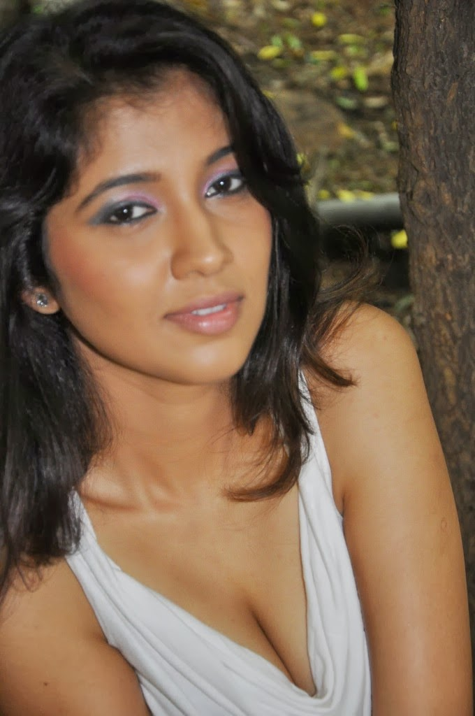 Actress Akhila Hot Photo Gallery .