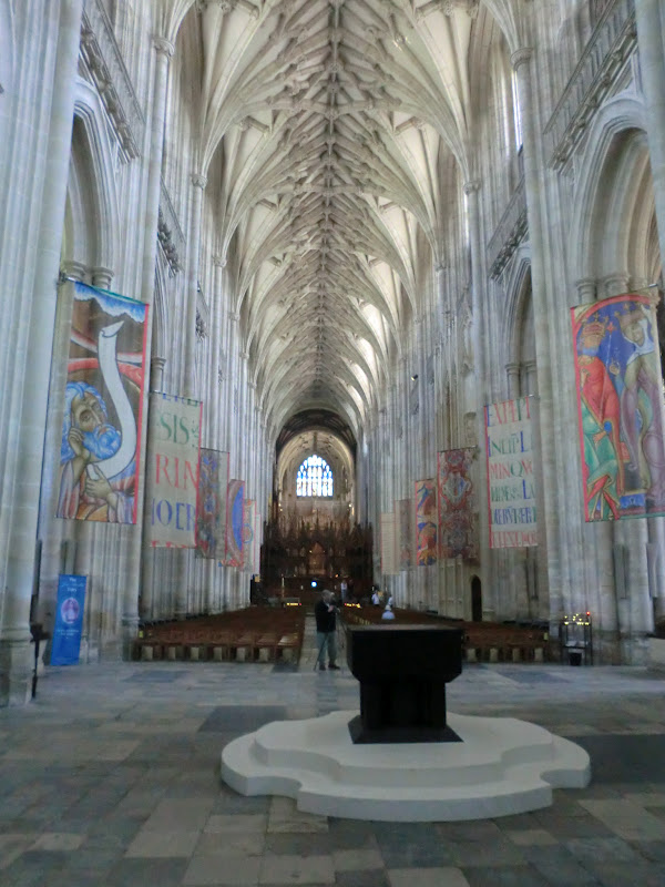 Fun women who travel winchester cathedral and the round table - Round table winchester cathedral ...