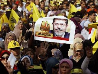 Massa Pro Mursi (foto Reuters)