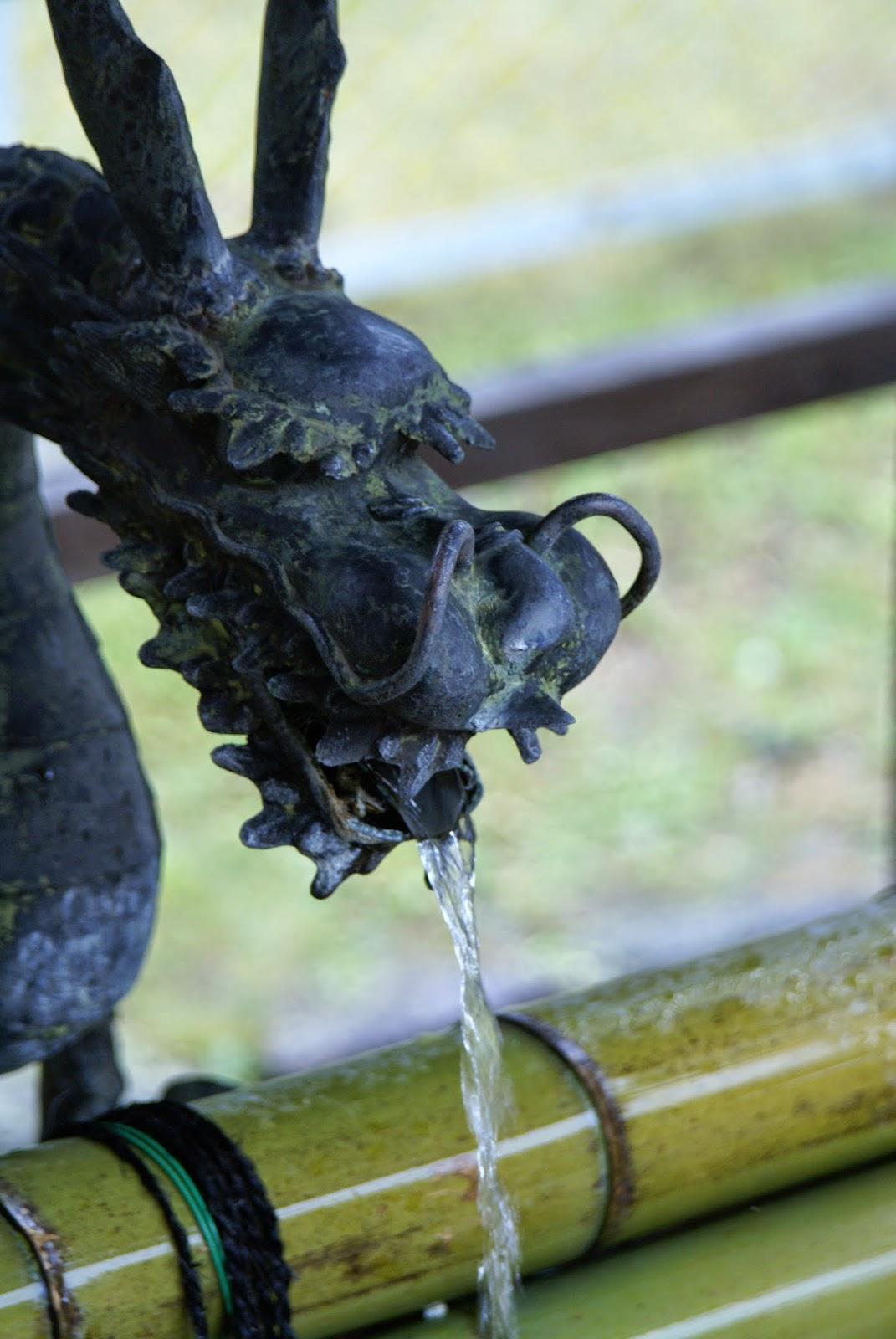 fontaine de temple japonais