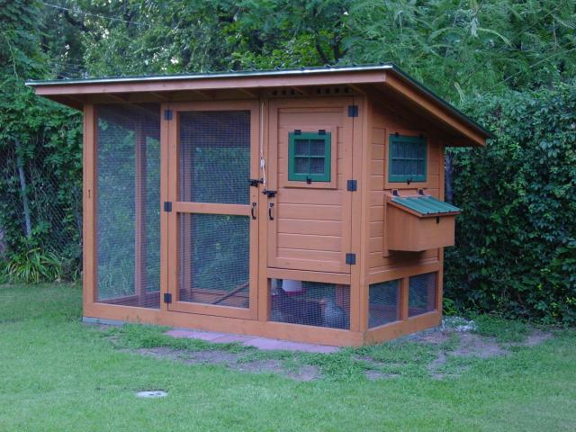 Chicken coop designs chicken coops plans free for Small chicken house plans