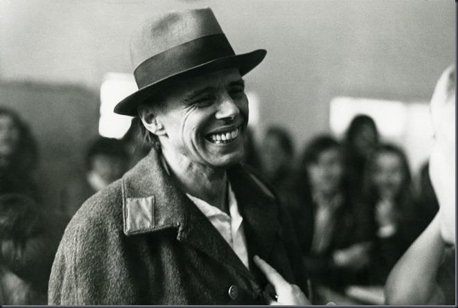 Γιατί ο Joseph Beuys επιστρέφει ξανά στην επικαιρότητα;