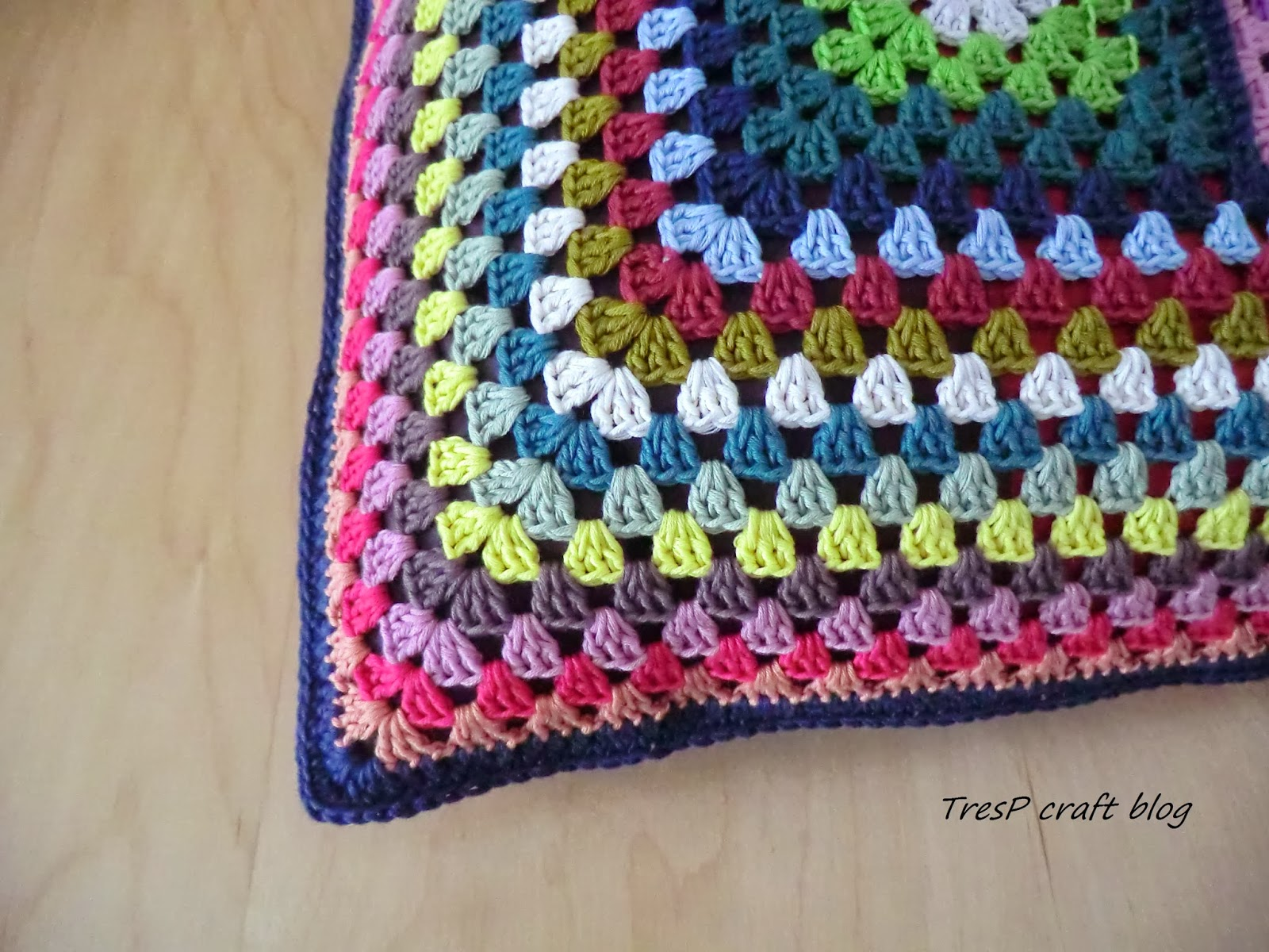 Tresp craft blog coj n de crochet a dos caras - Cojin de crochet ...