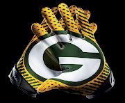 . Vapor Jet 2.0 Glove featuring the interlocking team logo on the palms.