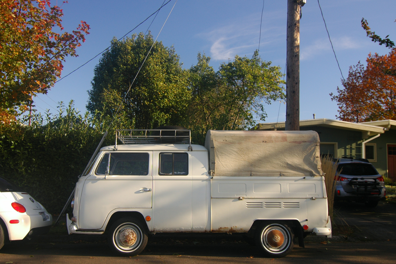 Old Parked Cars 1971 Volkswagen Transporter Double Cab