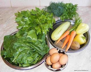 ingrediente pentru ciorba taraneasca de legume si spanac cu oua intregi, legume, spanac, retete cu spanac, preparate din spanac, retete cu legume, preparate din legume,